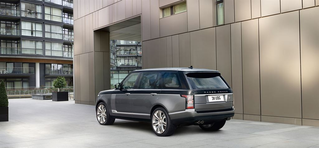 SVAutobiography : Range Rover réagit à la menace Bentley 2