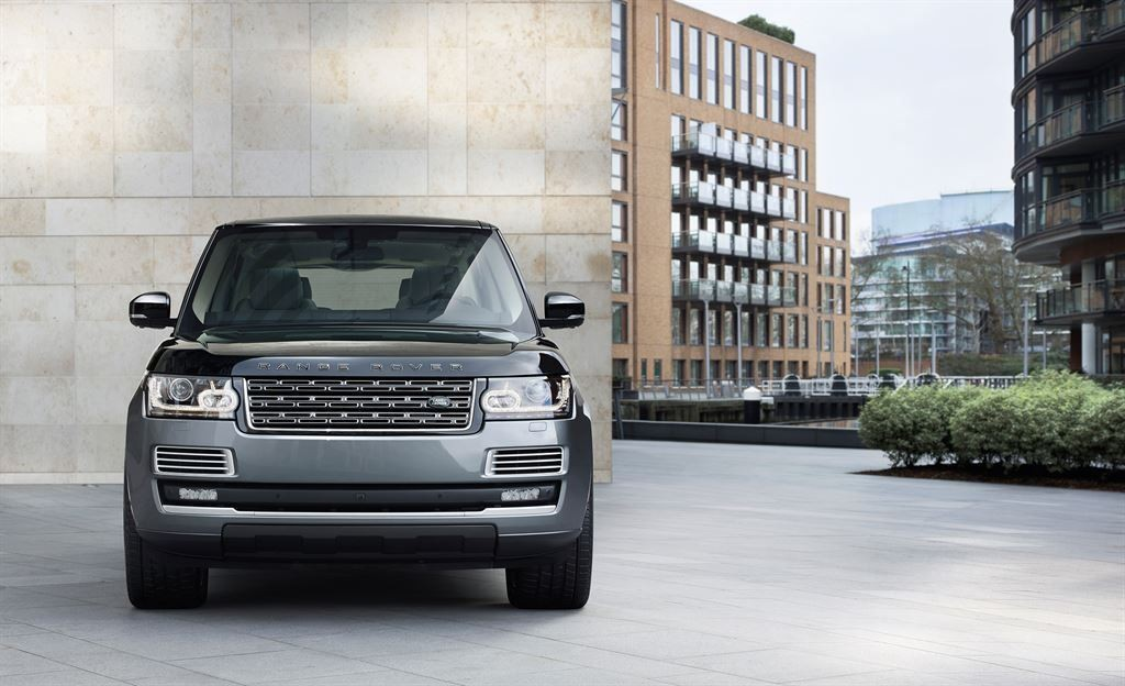 SVAutobiography : Range Rover réagit à la menace Bentley 3