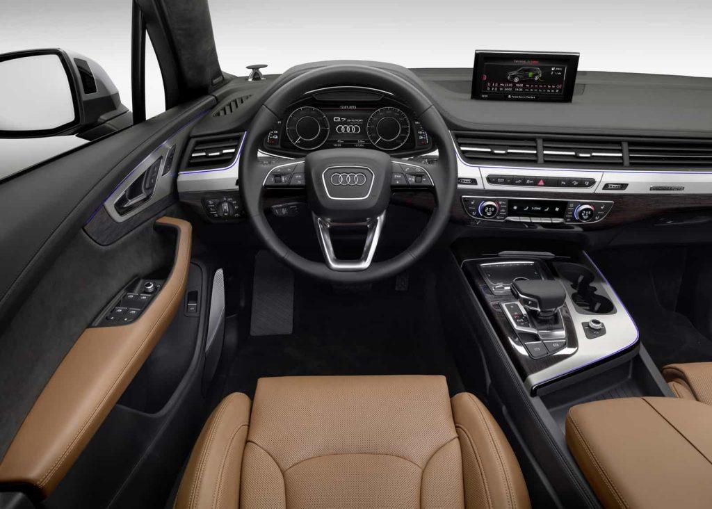 Il faut un porte-monnaie bien garni pour commander l'Audi Q7 hybride 14