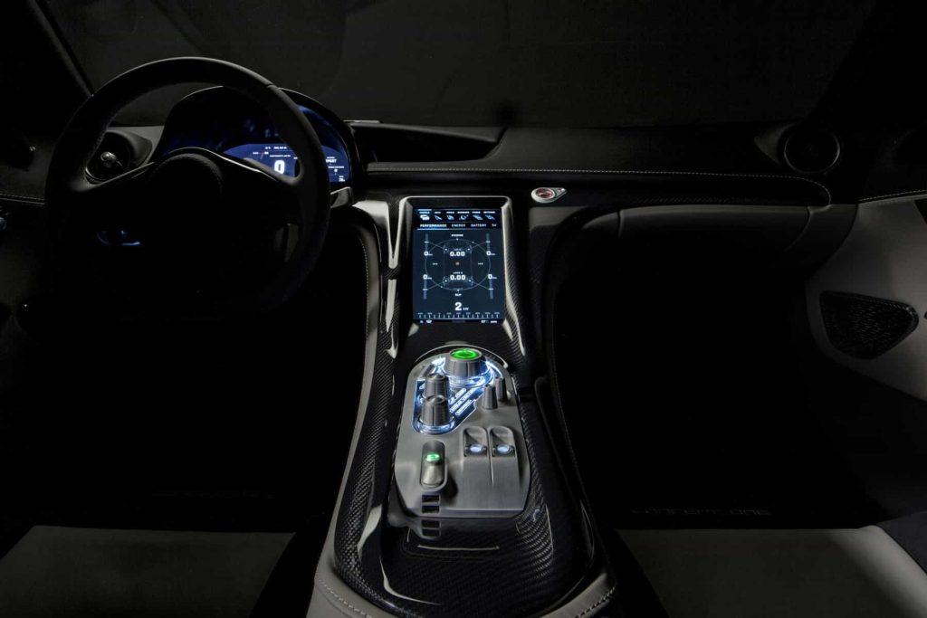 Grâce à ses 1088 ch, la Rimac Concept One passe de 0 à 100 km/h en 2,6 secondes ! 2