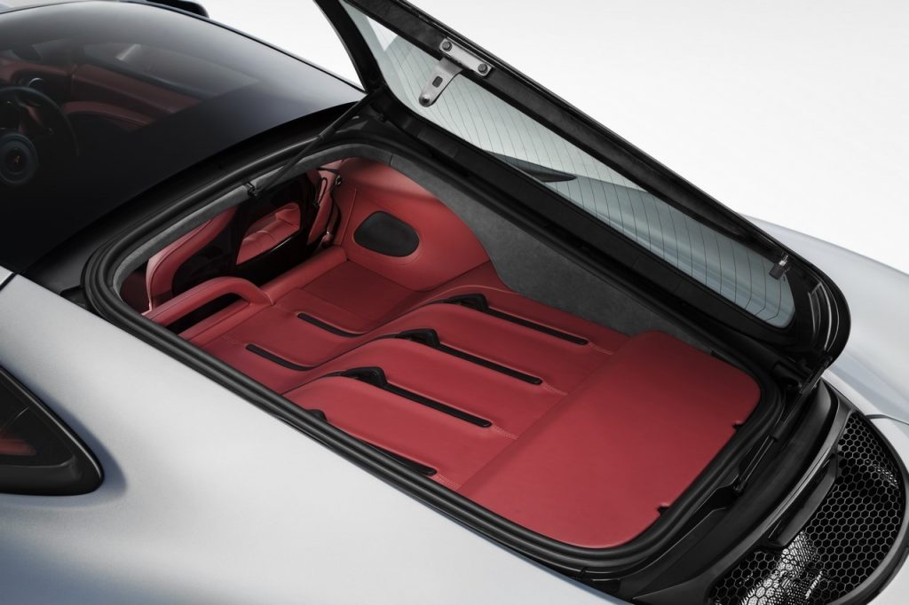 La McLaren 570GT se différencie avec son espace bagage