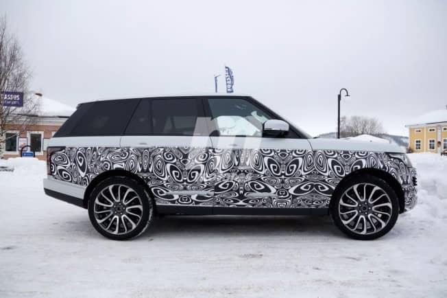 Le restylage du Range Rover caché par un camouflage
