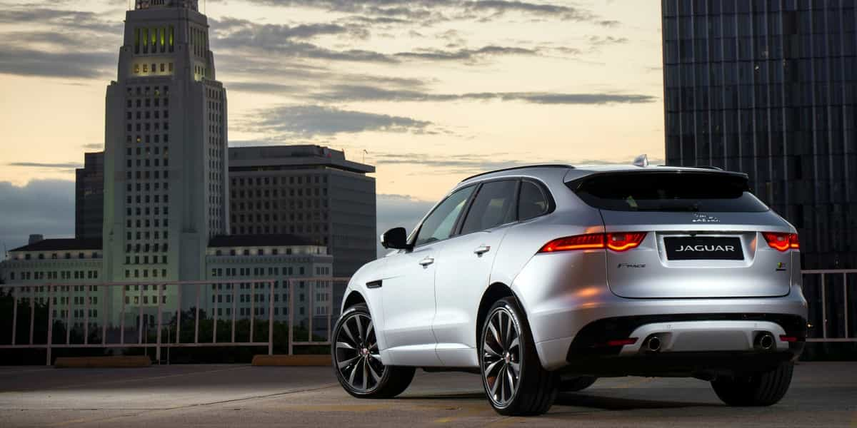 le suv f pace de jaguar s affiche au canada. Black Bedroom Furniture Sets. Home Design Ideas