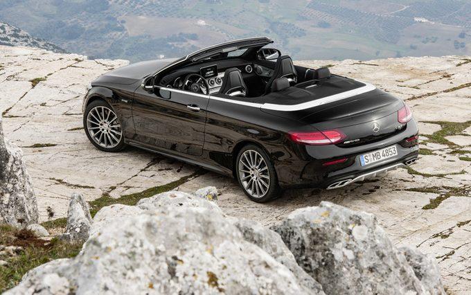 La Mercedes-AMG C 43 s'est dévoilée en couple, un coupé et un cabriolet