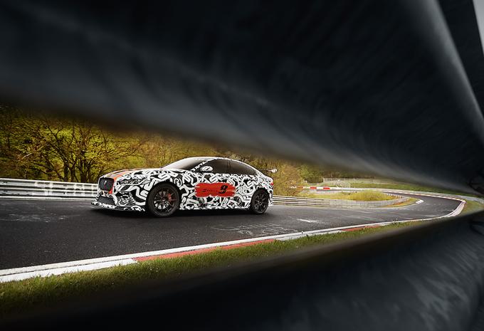 Nouveaux modèles Jaguar XE SV project 8  300 et 600