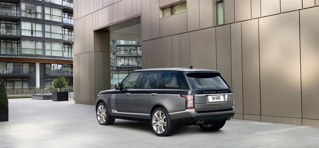 SVAutobiography : Range Rover réagit à la menace Bentley 2