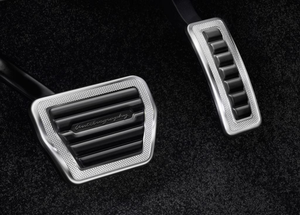 SVAutobiography : Range Rover réagit à la menace Bentley 7