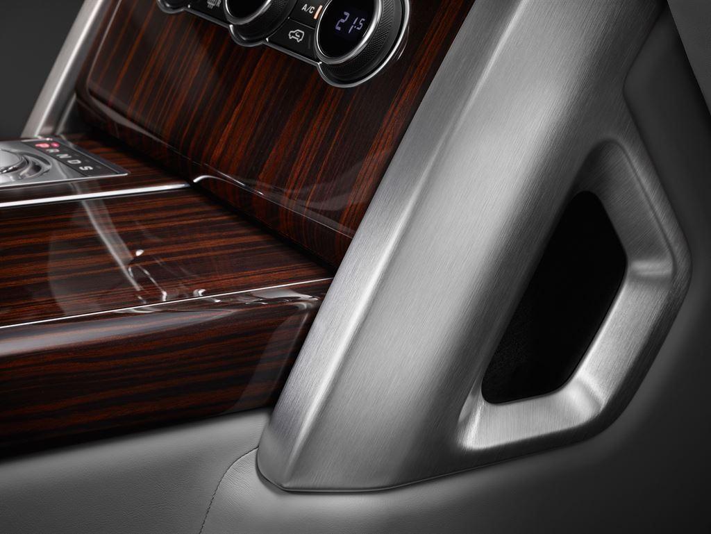 SVAutobiography : Range Rover réagit à la menace Bentley 9