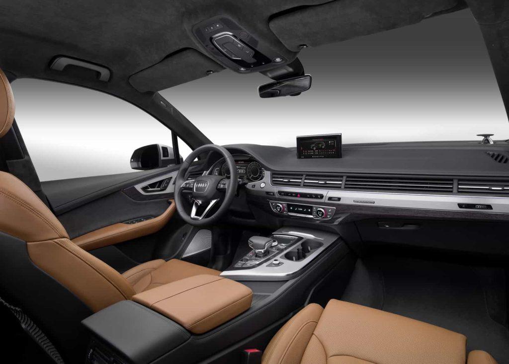 Il faut un porte-monnaie bien garni pour commander l'Audi Q7 hybride 13