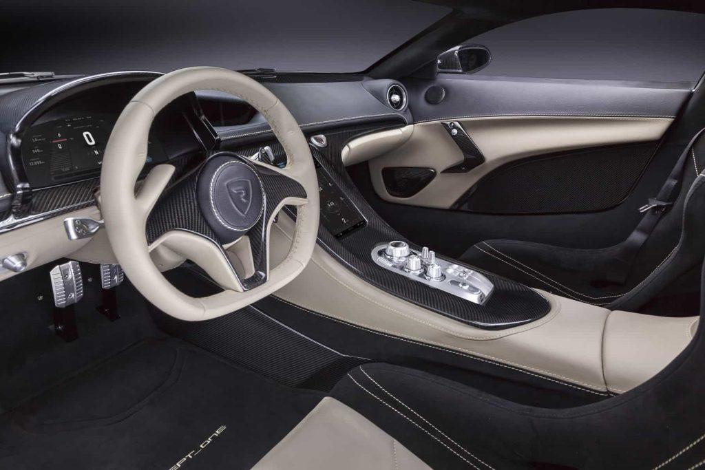 Grâce à ses 1088 ch, la Rimac Concept One passe de 0 à 100 km/h en 2,6 secondes ! 5