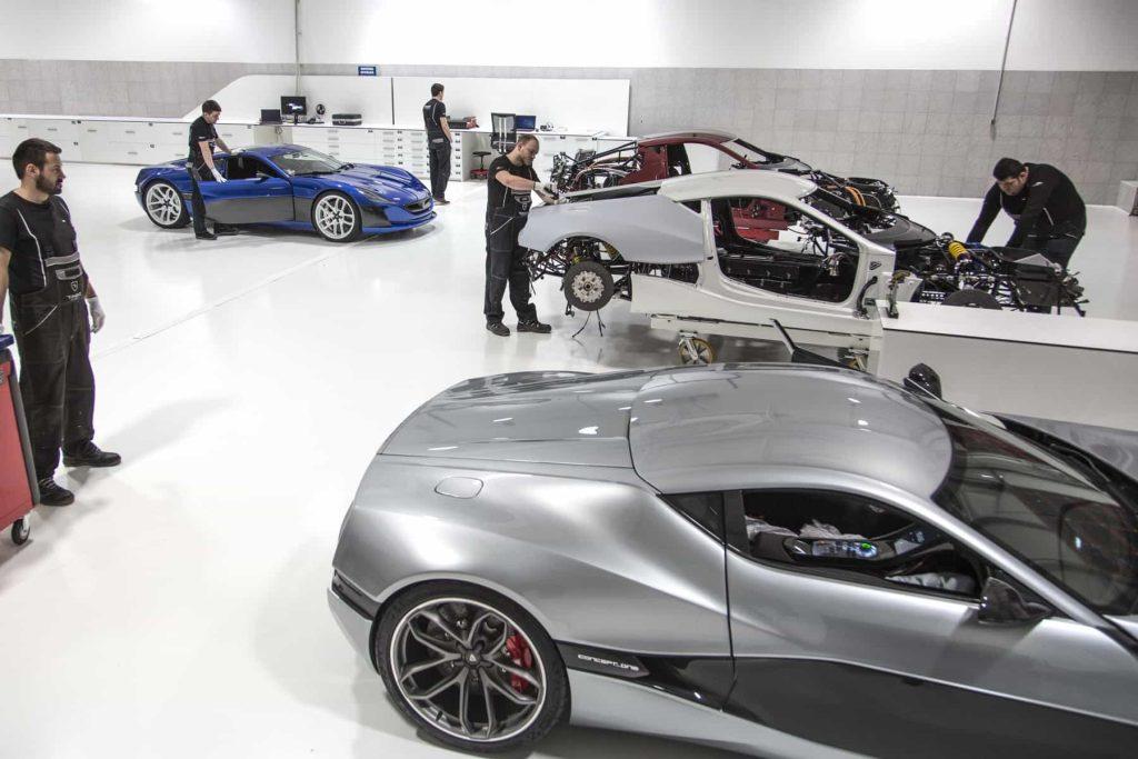 Grâce à ses 1088 ch, la Rimac Concept One passe de 0 à 100 km/h en 2,6 secondes ! 10