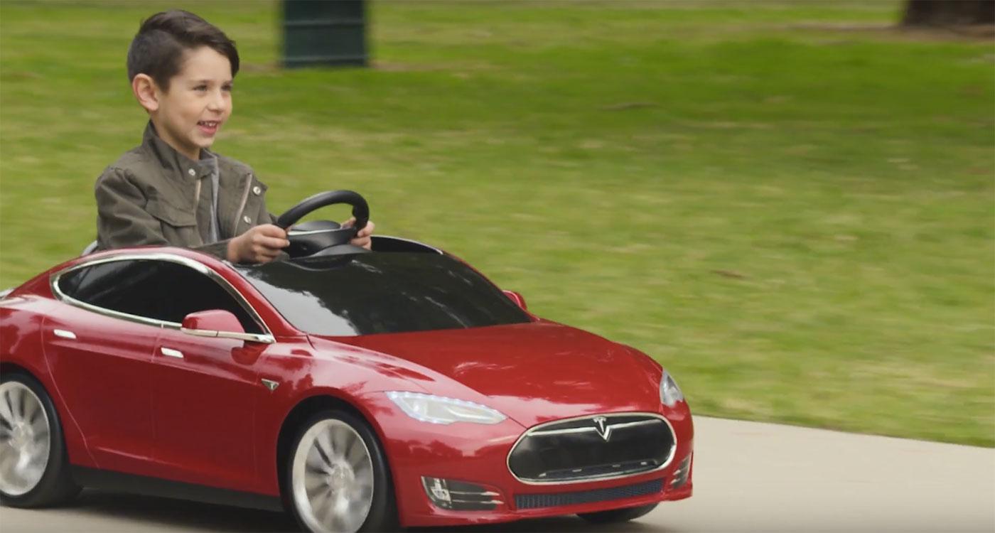 Les enfants vont aussi pouvoir conduire une Tesla Model S… à leur taille