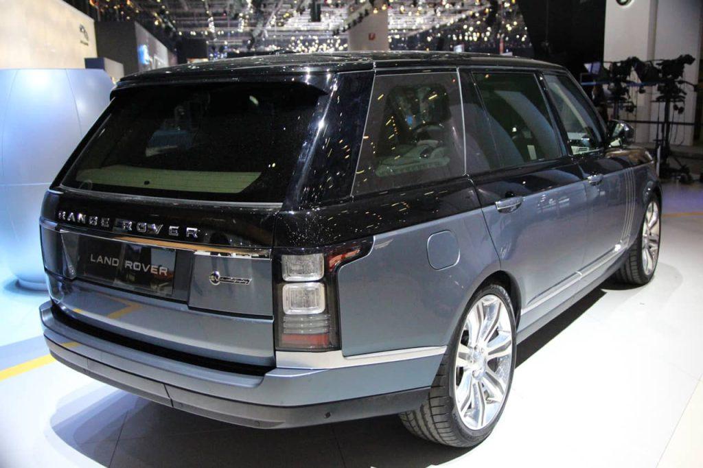 Land Rover s'attaque au Bentley Bentayga avec son Range Rover SV Autobiography 2