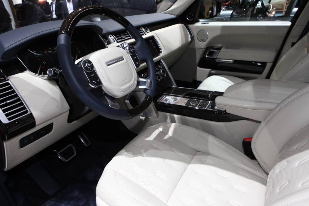 Land Rover s'attaque au Bentley Bentayga avec son Range Rover SV Autobiography 4