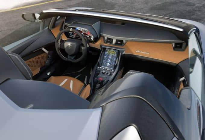 Seul le beau temps convient à la Lamborghini Centenario Roaster 7