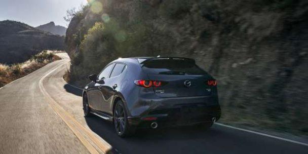 La Mazda 3 2.5 Turbo berline et hayon sera commercialisée dans le courant de l'année, et Mazda vient de publier le prix du duo berline et hayon de 250 chevaux.